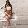 Alba - Schlankes Model macht für Sex Doktorspiele Hotelbesuche